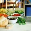 Książki kucharskie odchodzą do lamusa. Polacy wybierają blogi kulinarne