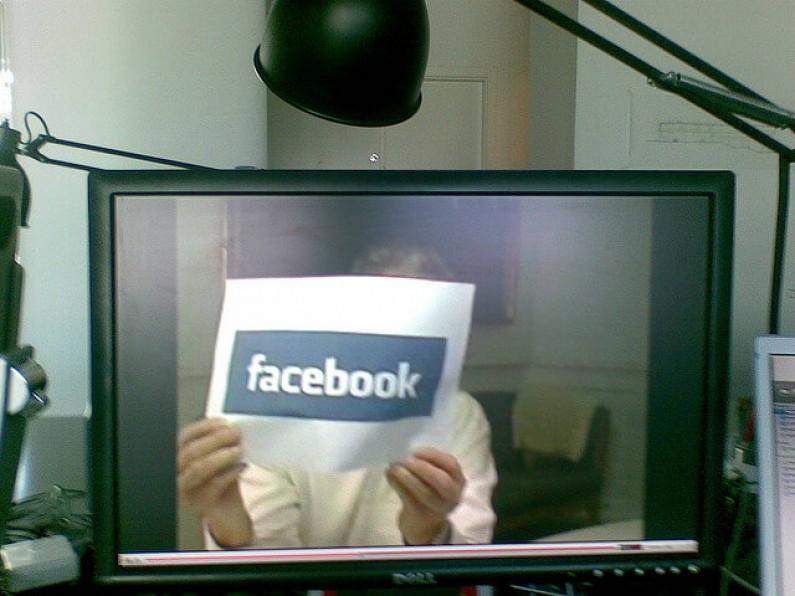 Inwigilacja na Facebooku. Jak się przed nią bronić?