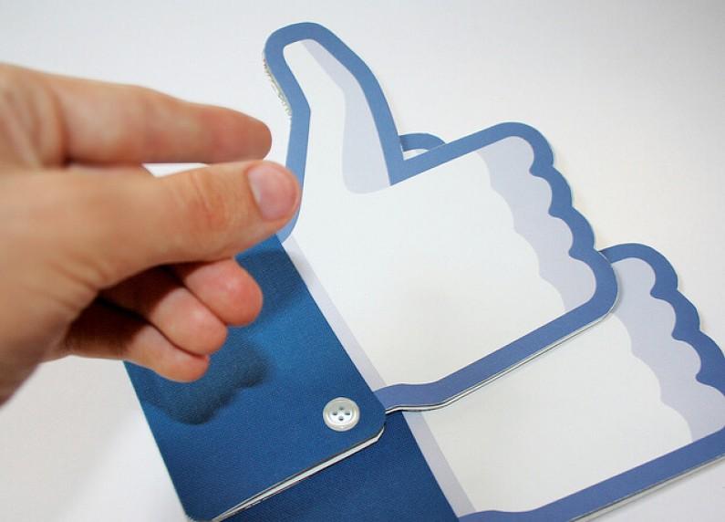 Facebook testuje system rekomendacji stron