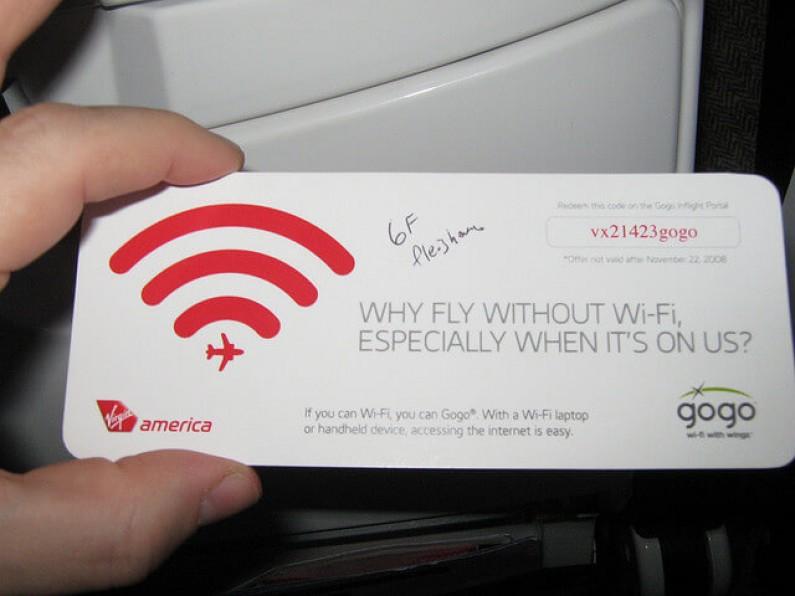Podróżujący samolotem najczęściej przesiadują na Facebooku