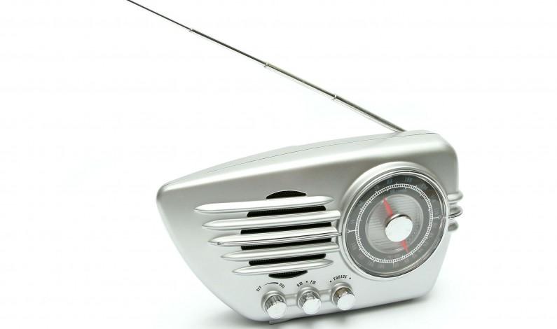 Administratorzy radiowych fan page muszą brać wieczorne zmiany