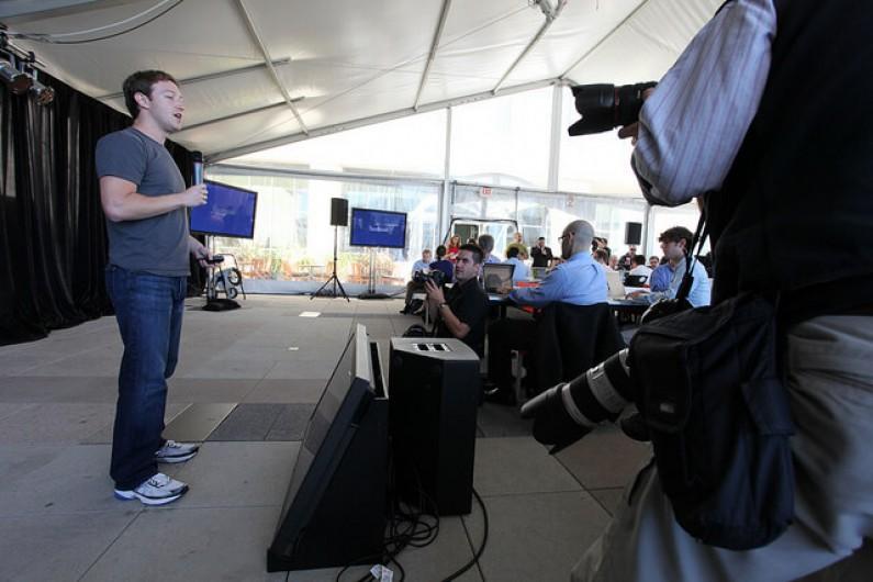 Facebook doradza jak korzystać z fan page