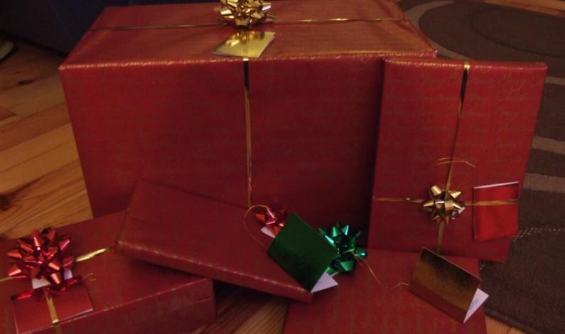 Świąteczne zakupy na Facebooku: Przed południem szukamy informacji o produktach
