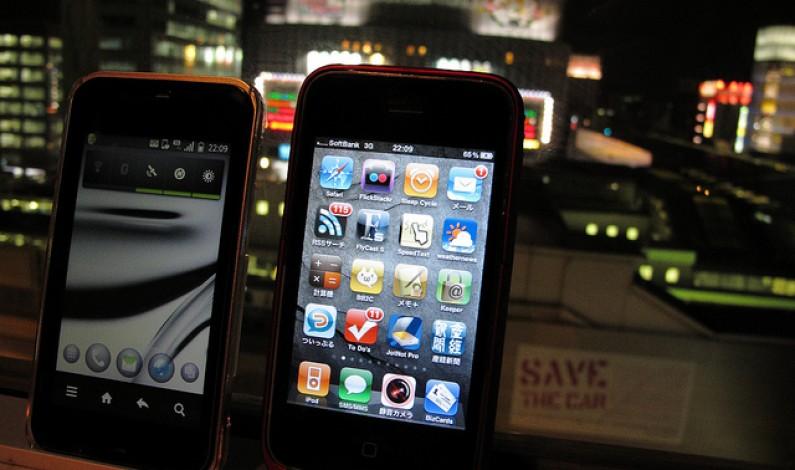 Połowa rynku należy do smartfonów