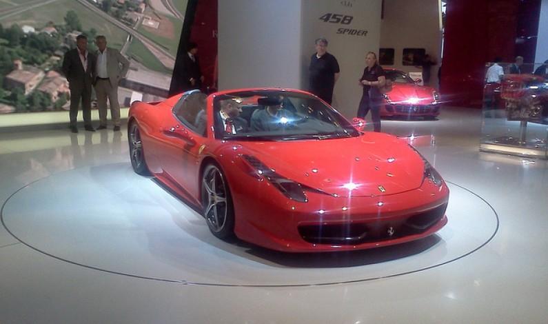 Najbardziej społecznościowe auta to Renault i Ferrari