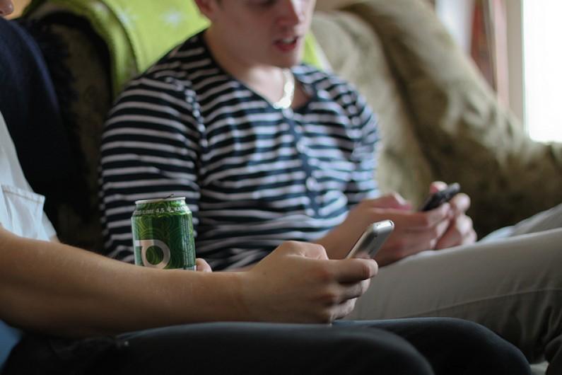 W USA już połowa telefonów komórkowych to smartfony, w Polsce – około 25%
