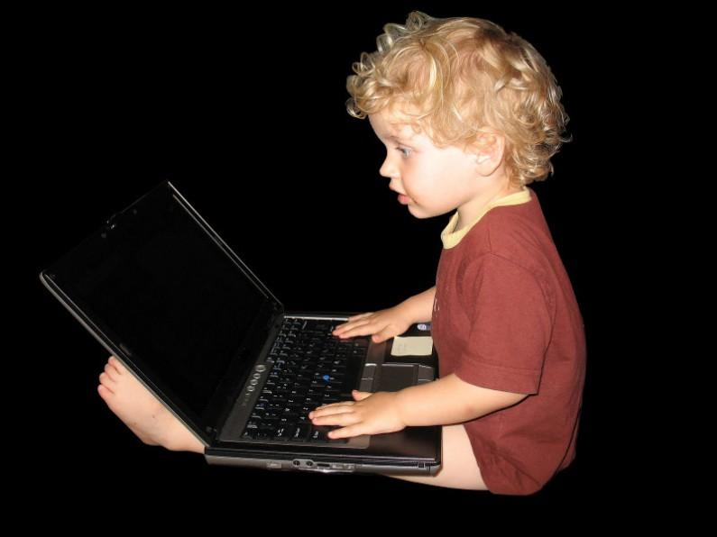 Czy dziecko powinno być częścią społeczności internetowej?