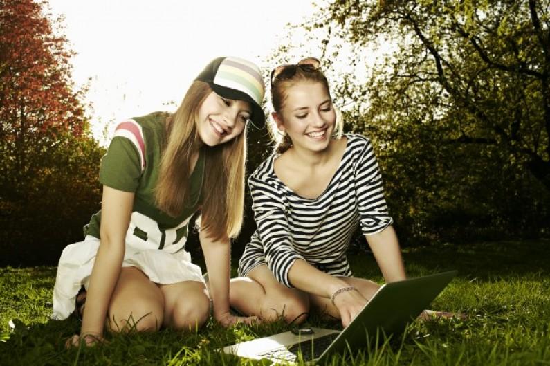 40% Polaków deklaruje, że korzysta z mediów społecznościowych. Co drugi za pomocą smartfona