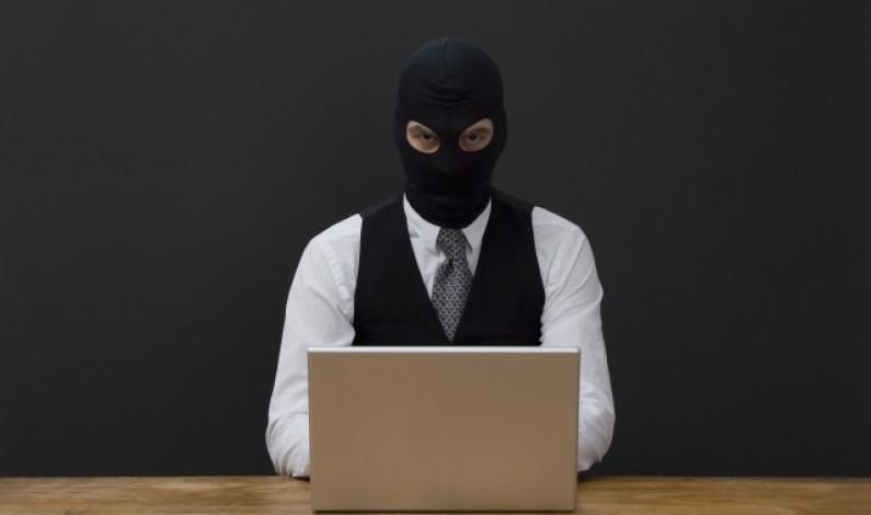 Uważaj na oszustów podszywających się pod Facebooka! Nieuważni mogą stracić fan page