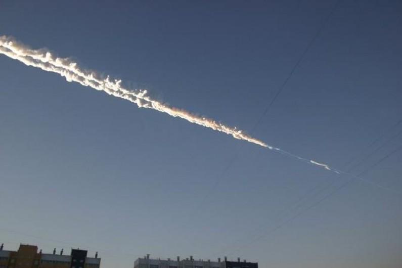 Deszcz meteorytów w Rosji szybko uaktywnił twórców memów
