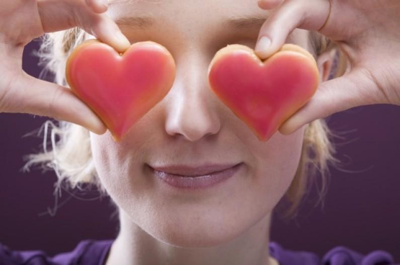 Polacy kochają randki w sieci, ale nie w… Walentynki