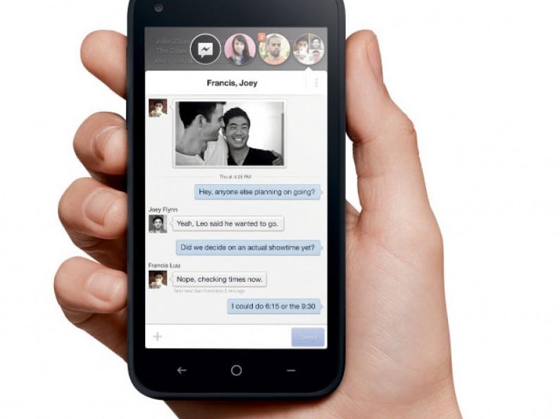"""Facebook Home okiem ekspertów: serwis może stać się zbyt """"nachalny"""""""