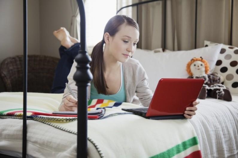 Nastolatki w social media: co ujawniają?