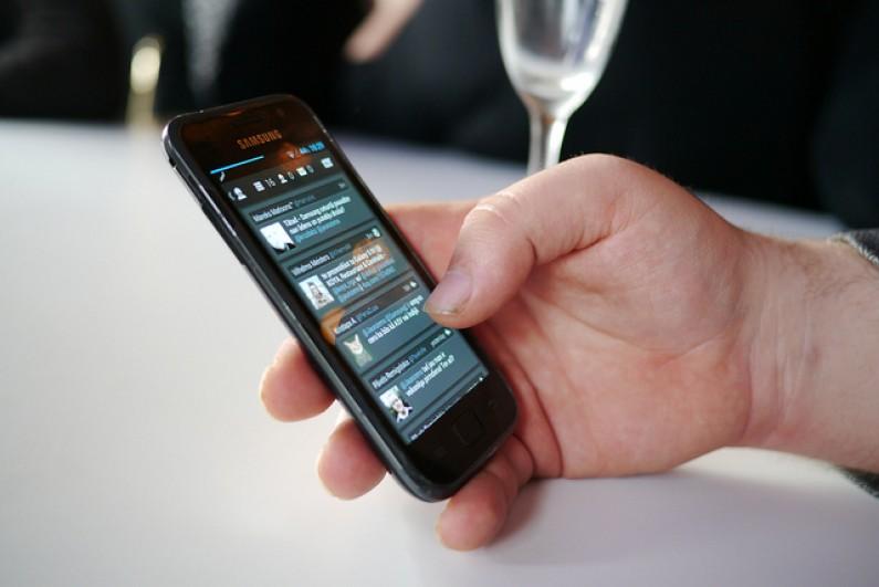 6 mln Polaków korzysta ze smartfonów