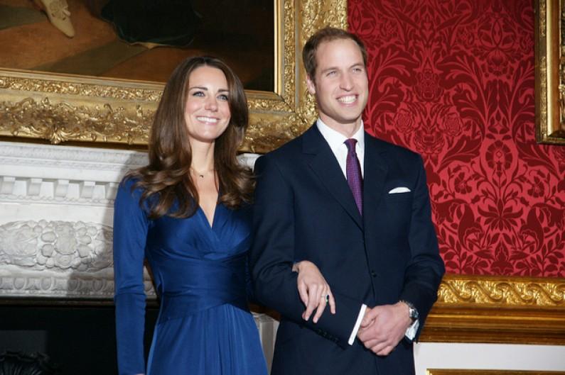 Wielka Brytania szaleje z radości po narodzinach królewskiego potomka. Również w internecie…