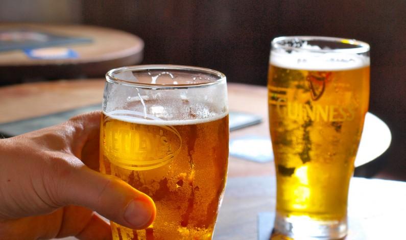 Internauci najchętniej klikają w reklamy piwa [Raport]