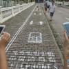 Wydzielono połowę chodnika dla użytkowników smartfonów