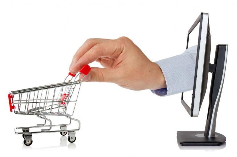 Panie chętniej przyznają się do zakupów na Facebooku