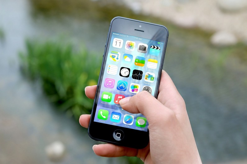 Kolejne miliony na koncie Facebooka i nowa aplikacja dla iOS