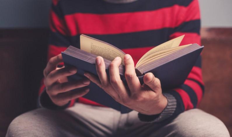 Czytający przystojniacy – świetna akcja czy naruszenie prawa?