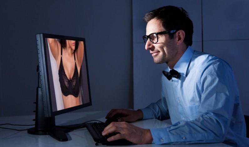 Facebook precyzuje regulamin: tak dla piersi, ale bez widocznych sutków…