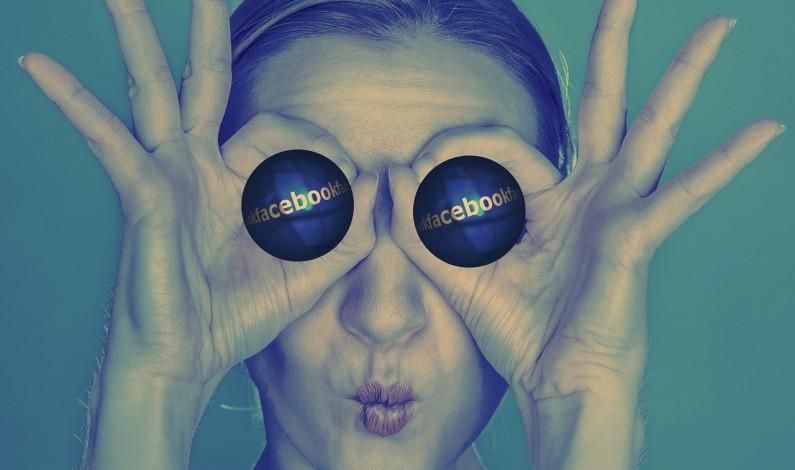 Facebook rządzi i dzieli
