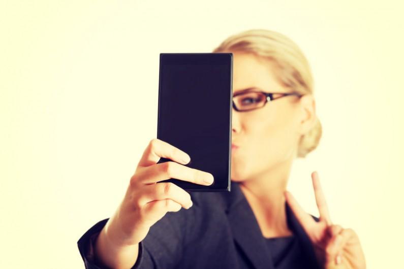 LinkedIn radzi, jak zrobić #ZawodoweSelfie! 4 porady dla szukających pracy