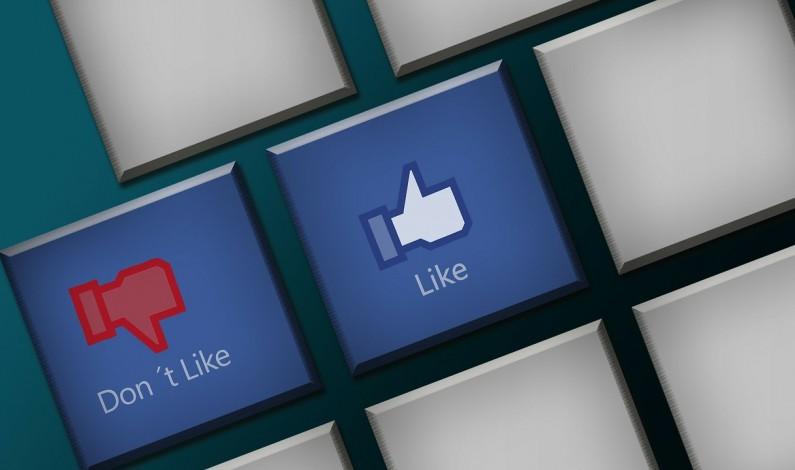 Facebook filtruje newsy. Czy w ten sposób zakłamuje rzeczywistość?