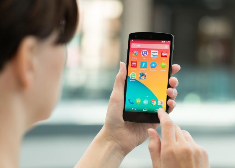 Dlaczego Facebook namawia swoich pracowników do korzystania z Androida?