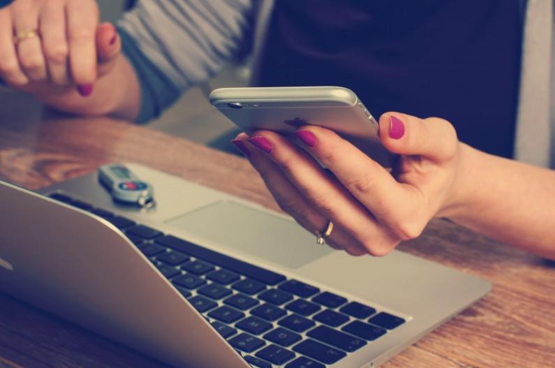 Szybciej przetwarzamy informacje na urządzeniach mobilnych