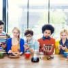 Jak poruszać się po wirtualnej społeczności z szacunkiem, klasą i kulturą osobistą?