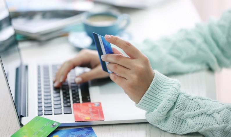 Branża e-commerce: zobacz, jaki budżet wydaje na posty sponsorowane na Facebooku