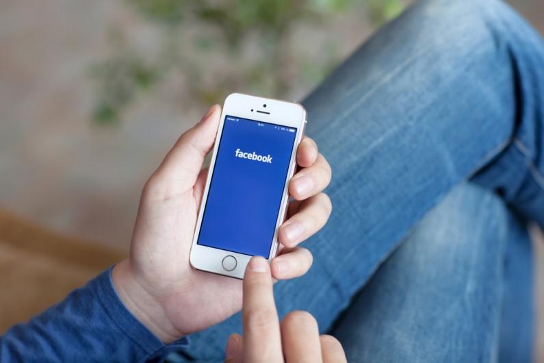 Facebook ułatwi publikację treści na platformach mobilnych