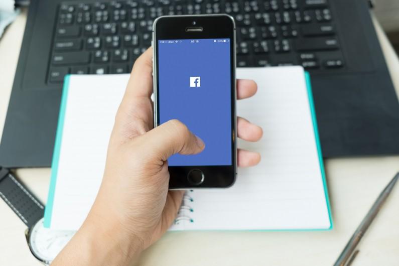 Facebook grozi, że usunie zdjęcia, czyli kolejna przymusowa aplikacja
