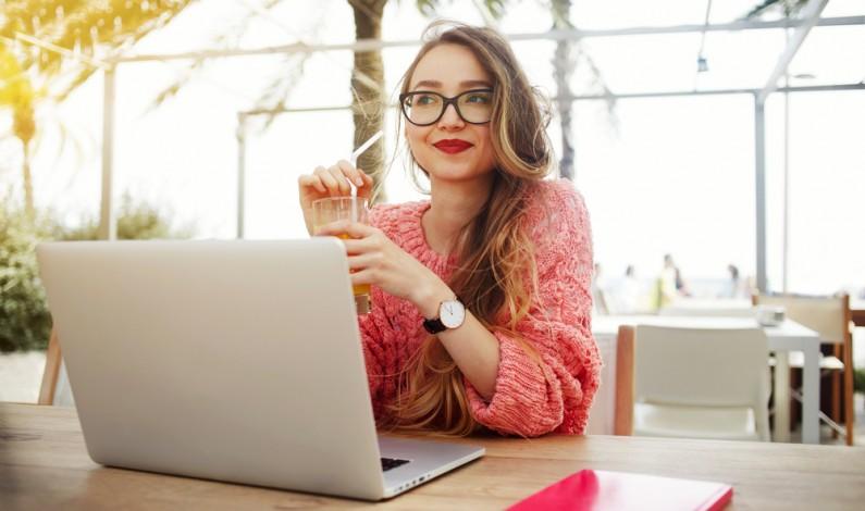 Czy blogerzy to już piąta władza? RAPORT: Rola blogerów i youtuberów we współczesnym świecie