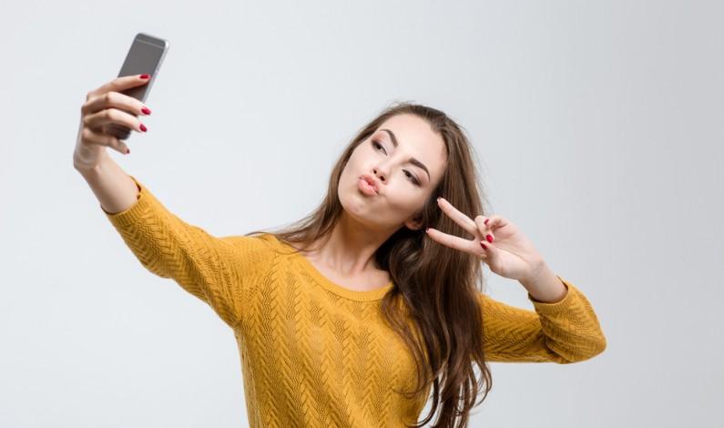 Uważaj! Ktoś może ukraść Twoje odciski palców z… selfie