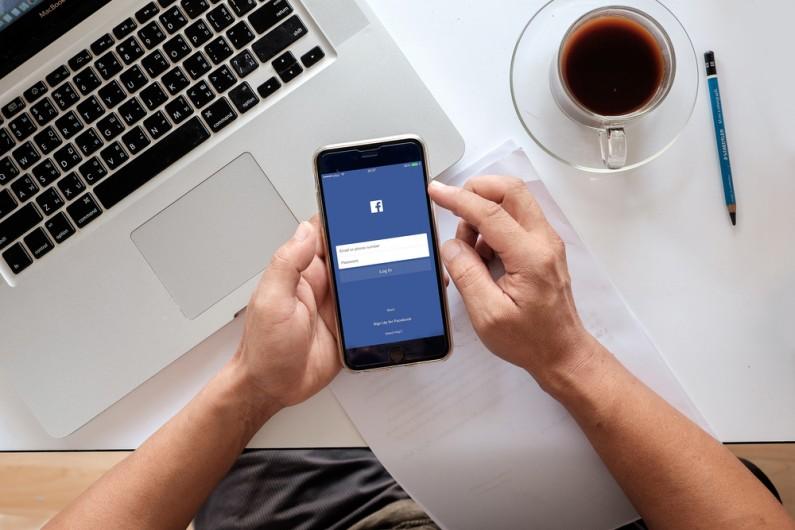 Facebook ze wsparciem dla reklamodawców i małych firm
