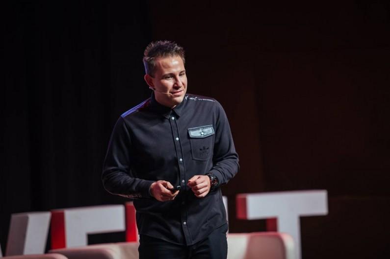 """""""Influencerzy stali się zauważalnym i rosnącym w siłę bytem"""" – wywiad z Piotrem Szeleszczukiem z adidas Poland"""
