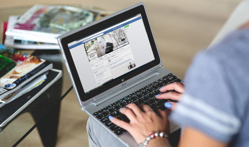 """Facebook walczy w brytyjskiej prasie z """"fake news"""""""