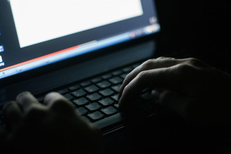 Giganci walczą z ekstremistami w internecie