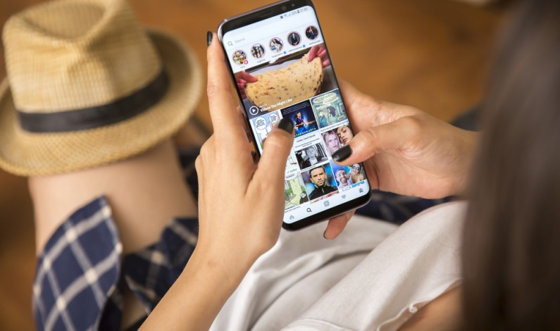 Muzyka w Instagram Stories. Możesz już dodać ulubiony utwór do swojej relacji