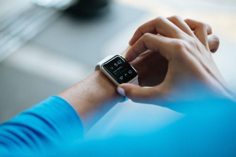 Już 27% Polaków chce płacić urządzeniami typu wearables