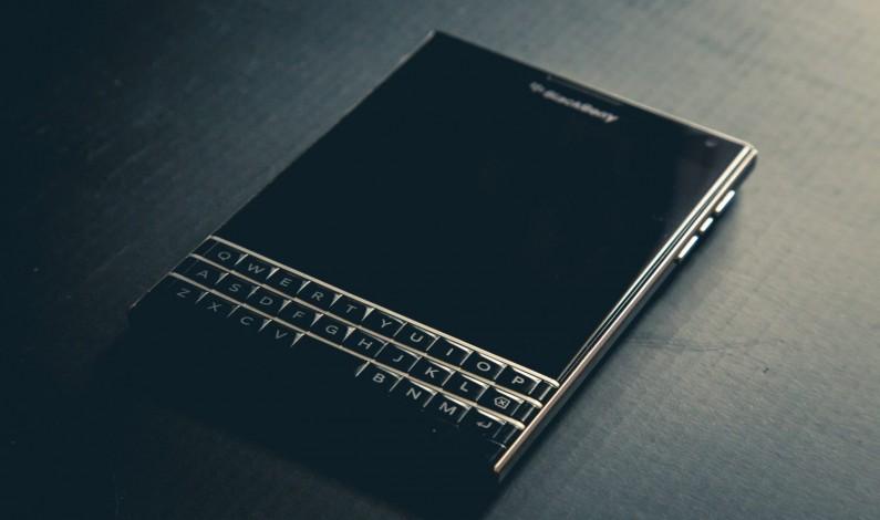 Facebook ma kłopoty – BlackBerry pozywa go o naruszenie patentów