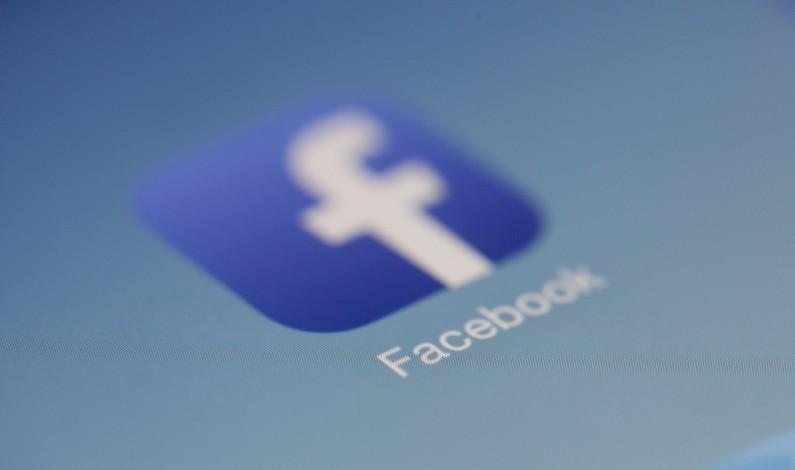 Facebook zwiększa transparentność reklam w serwisie