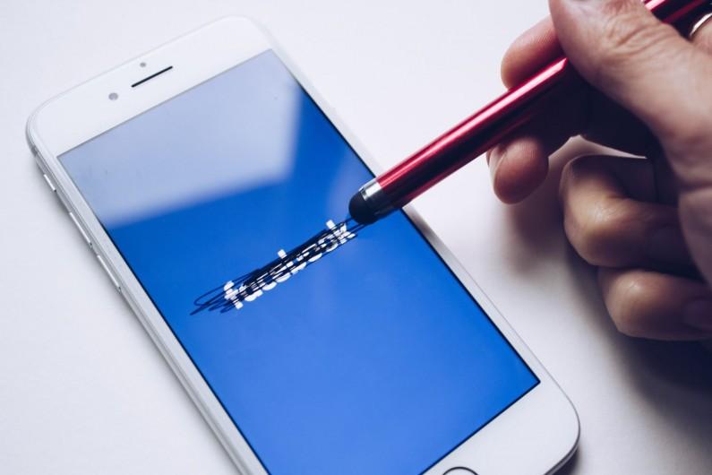 Facebook przekazywał dane o użytkownikach producentom smartfonów?