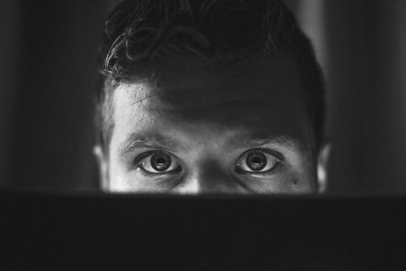 Media społecznościowe są głównym źródłem fake newsów w sieci