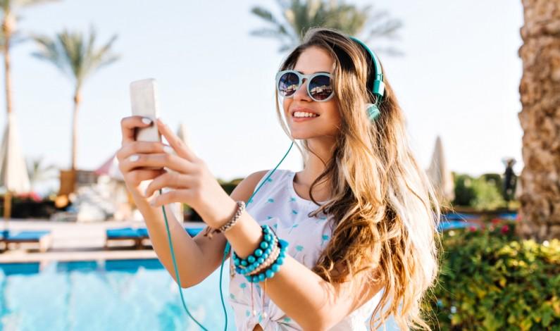 Millenialsi publikują zdjęcia z wakacji, aby wzbudzić zazdrość u innych użytkowników