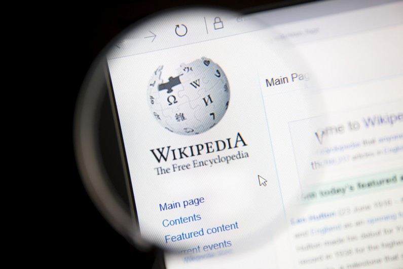 Polska Wikipedia protestuje przeciwko ACTA 2.0 i zaciemnia swoje strony