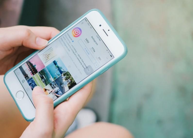 Ogień, serca i melancholijna muzyka, czyli nowe warianty efektu Super-Zoom w Instagram Stories