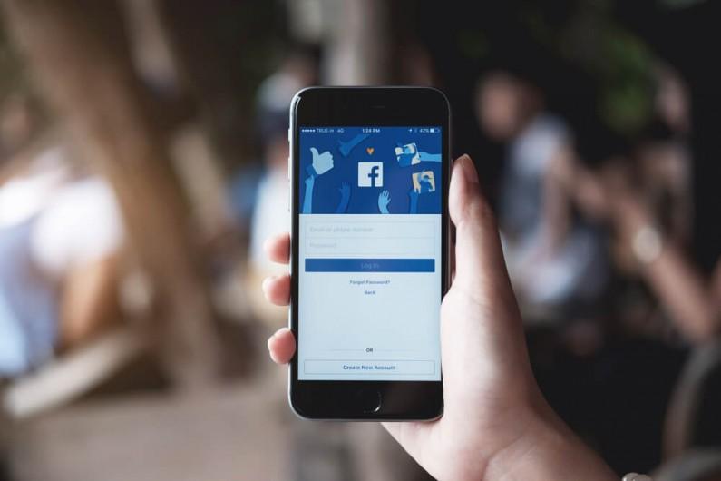 Facebook testuje ankiety w reklamach wideo